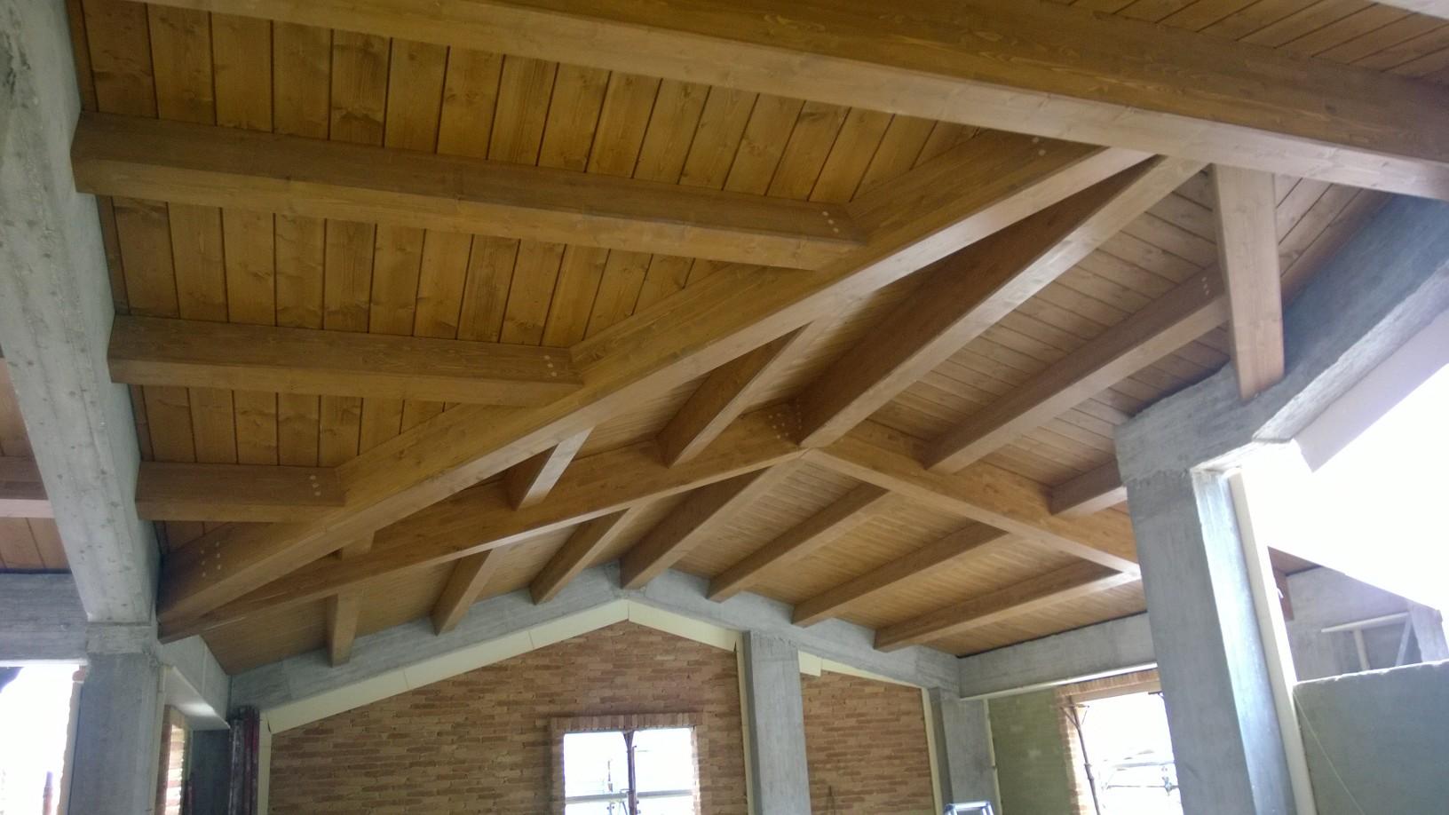 Tetti, solai in legno e finiture interne