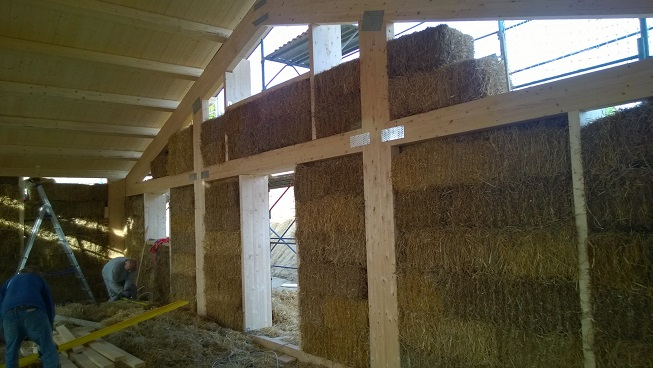 Case in legno e paglia bioedilizia